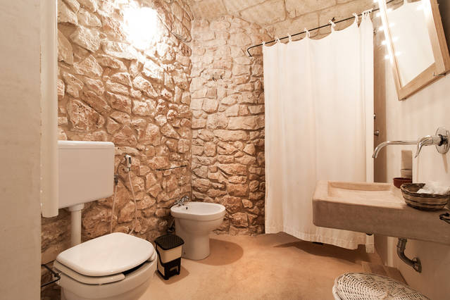 Don alessandro bagno con doccia in pietra agriturismo - Bagno con pietra ...